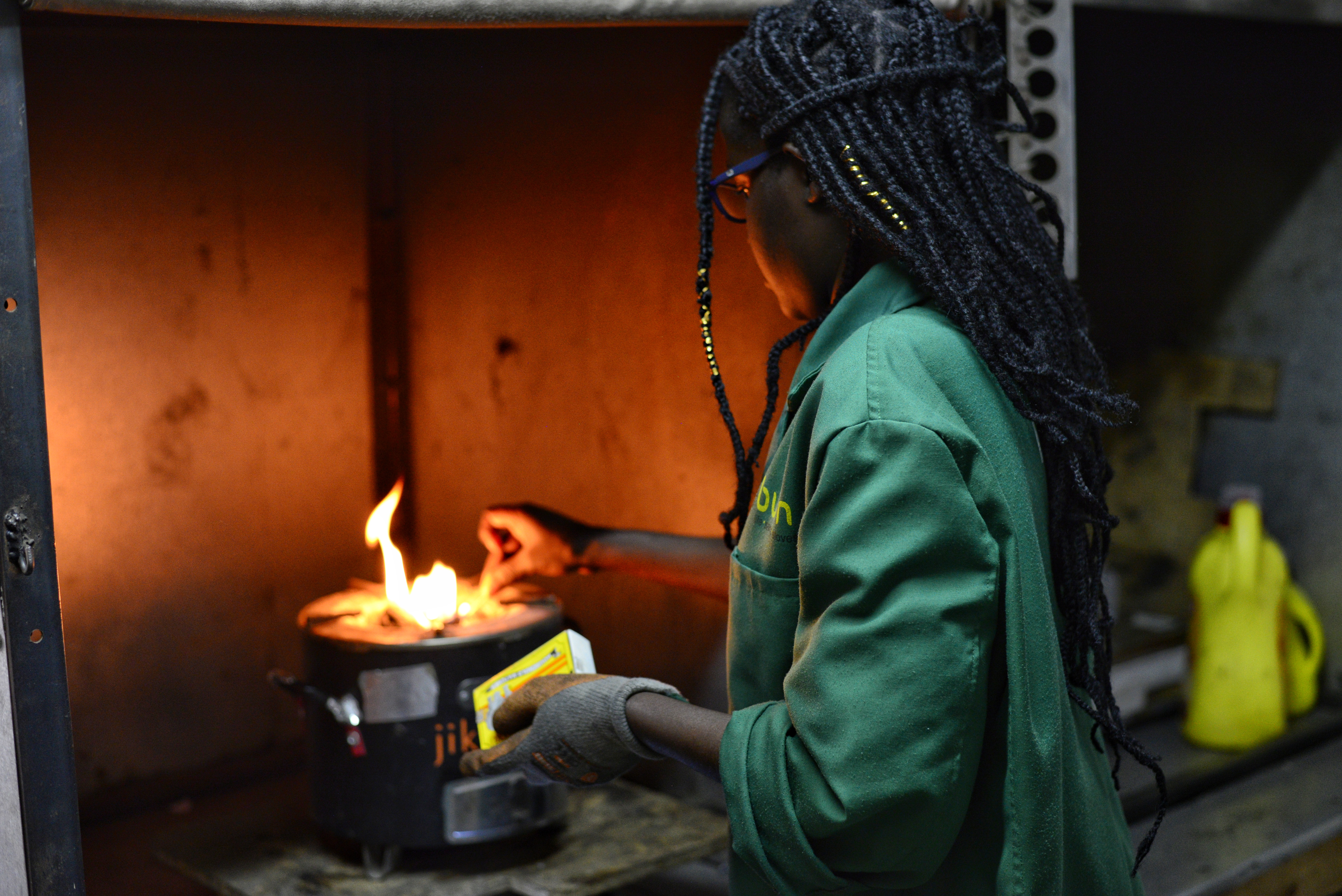 Ketty setting up a test to show me how she measures stove efficiency in the laboratory